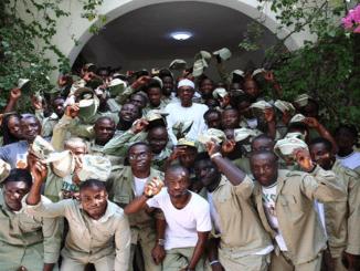 Buhari Meets NYSC members in Daura