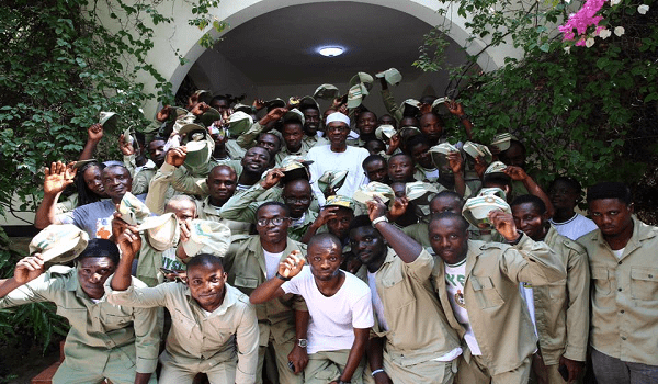 Buhari Meets NYSC members in Daura