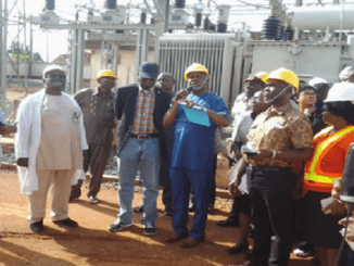 Fashola with TCN officials inspecting New Haven sub station at Enugu